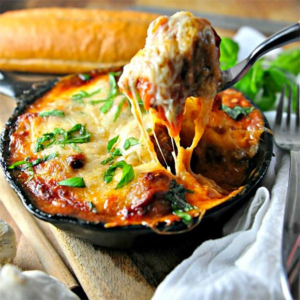 Cheesy Rosemary Meatball Bake at werd.com