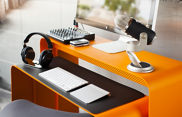 OneLess Desk at werd.com